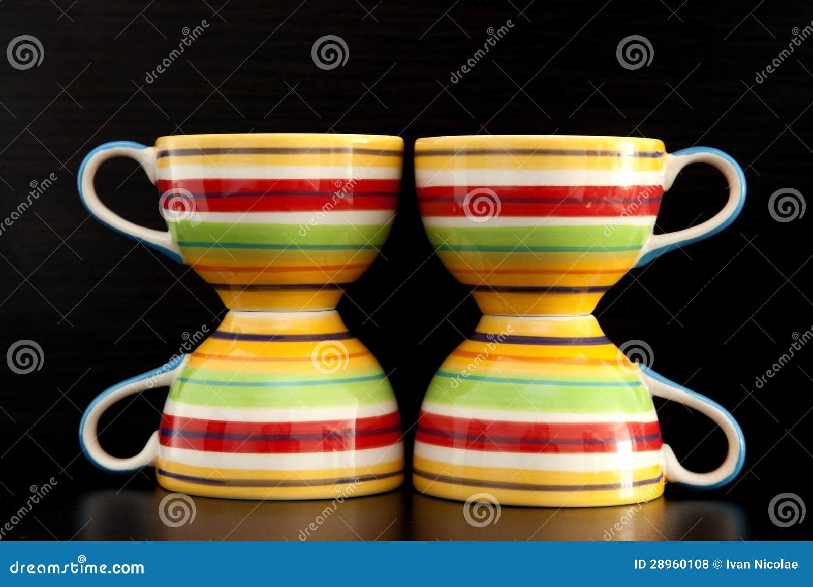 Kolorowe herbaciane filiżanki