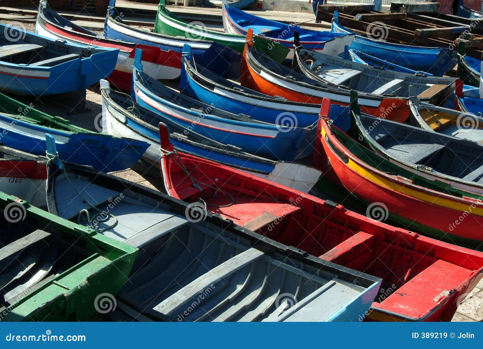 Kolorowe połowowych łodzi