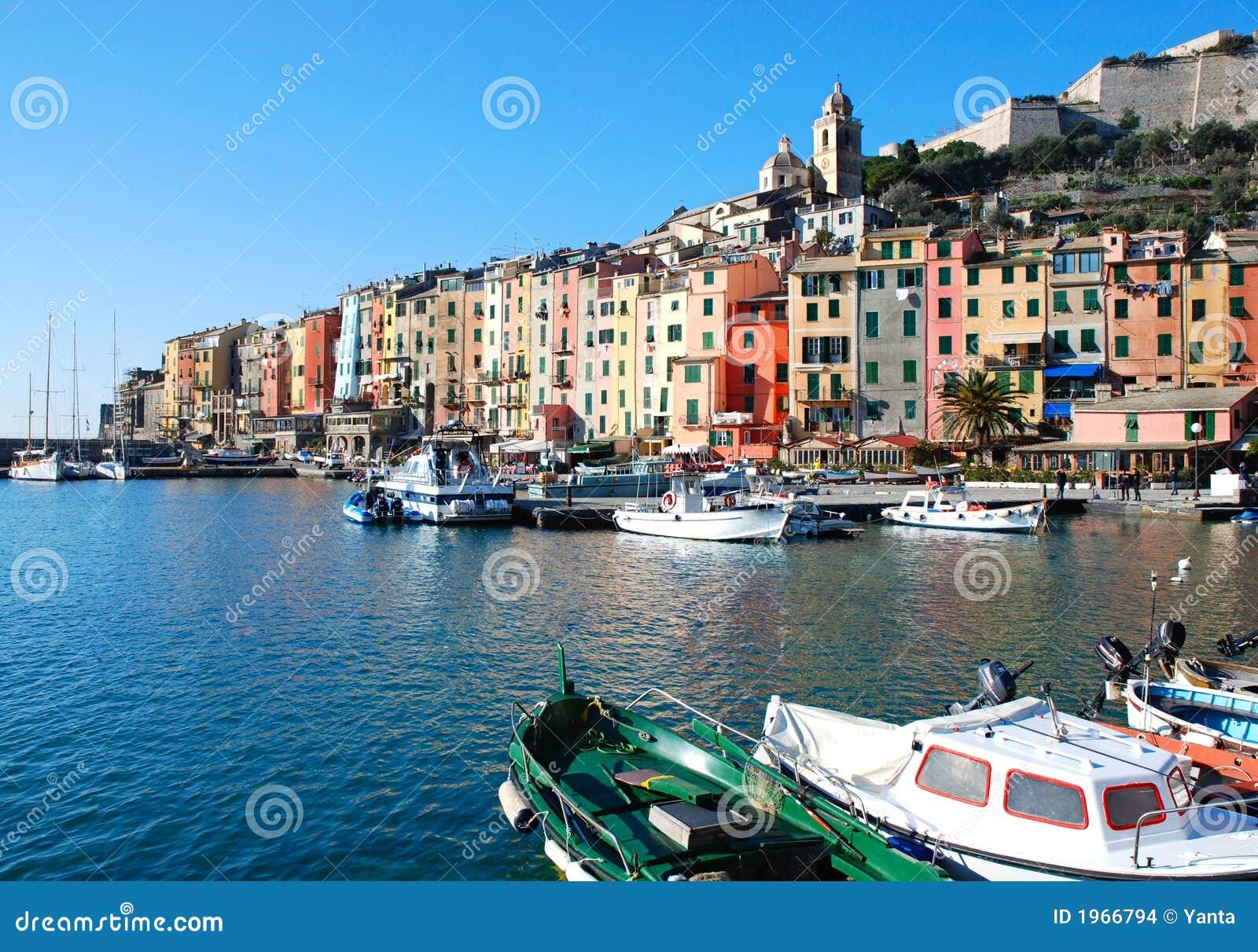 Kolorowe włoski miasto nad morze