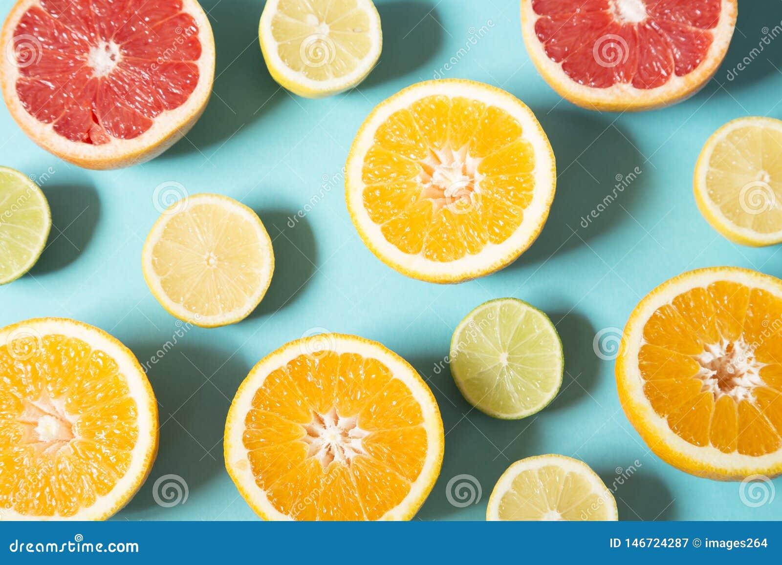 Kolorowe wyci?gni?te r?ce cytryny pomara?czowe o??wki jeszcze ?ycia