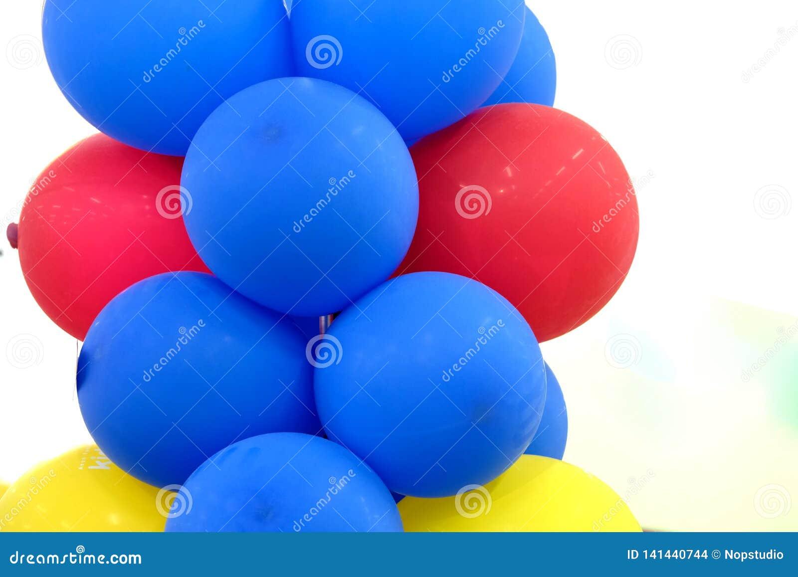 Kolorowi Błękitnej czerwieni balony