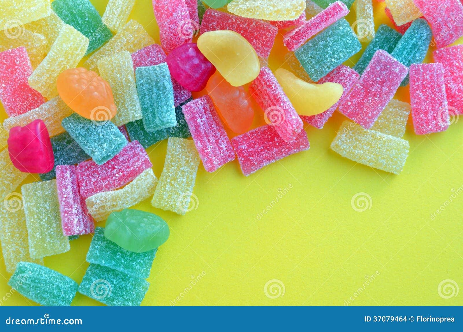 Download Kolorowi Galaretowi Cukierki Na Kolorze żółtym Zdjęcie Stock - Obraz złożonej z zaciemnia, odżywczy: 37079464