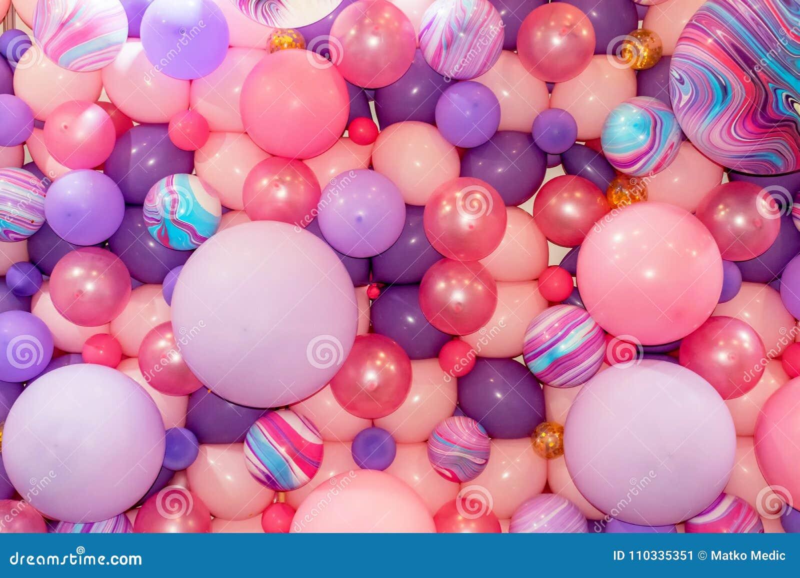 Kolorowi menchii i purpur balony 1