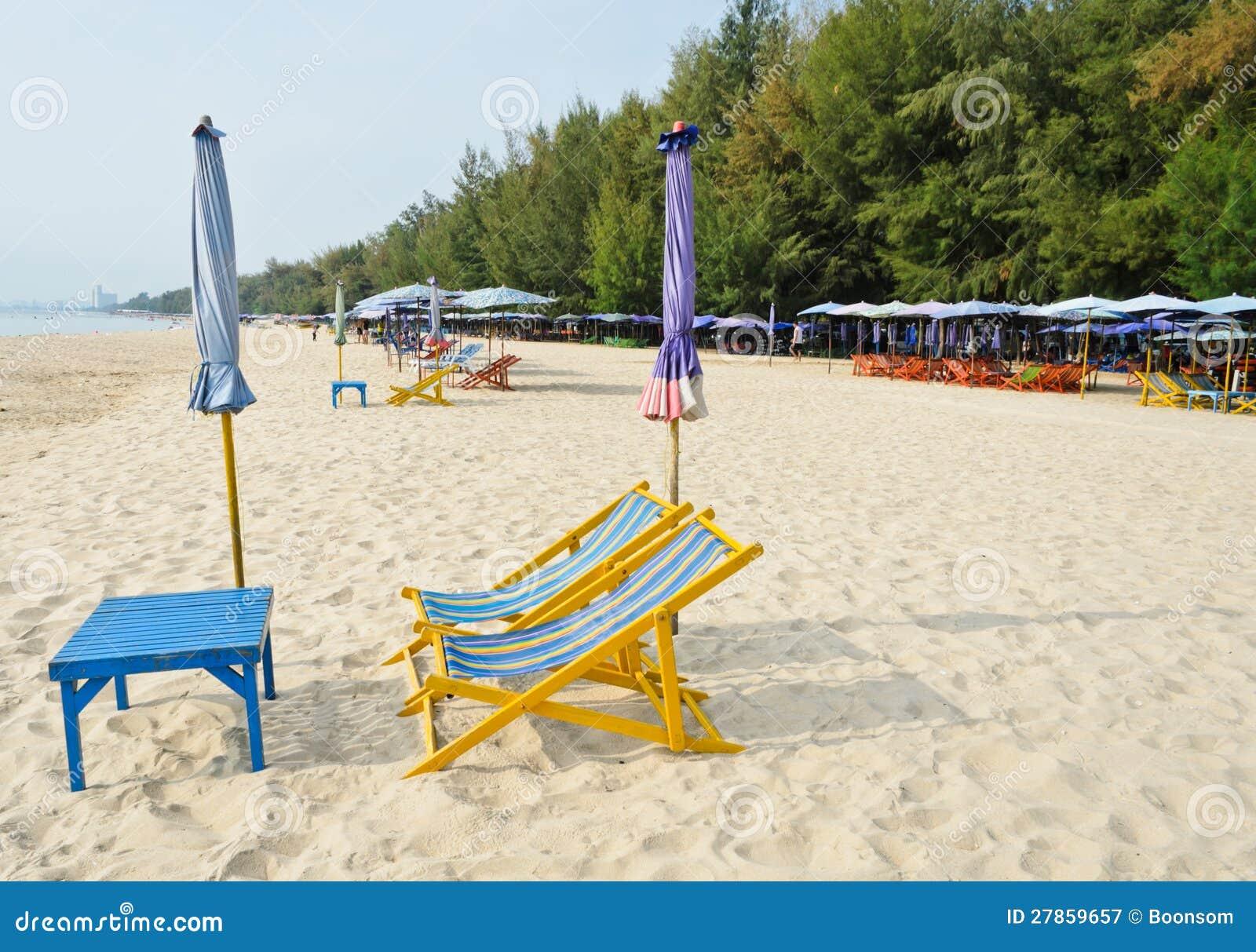 Kolorowi plażowi krzesła