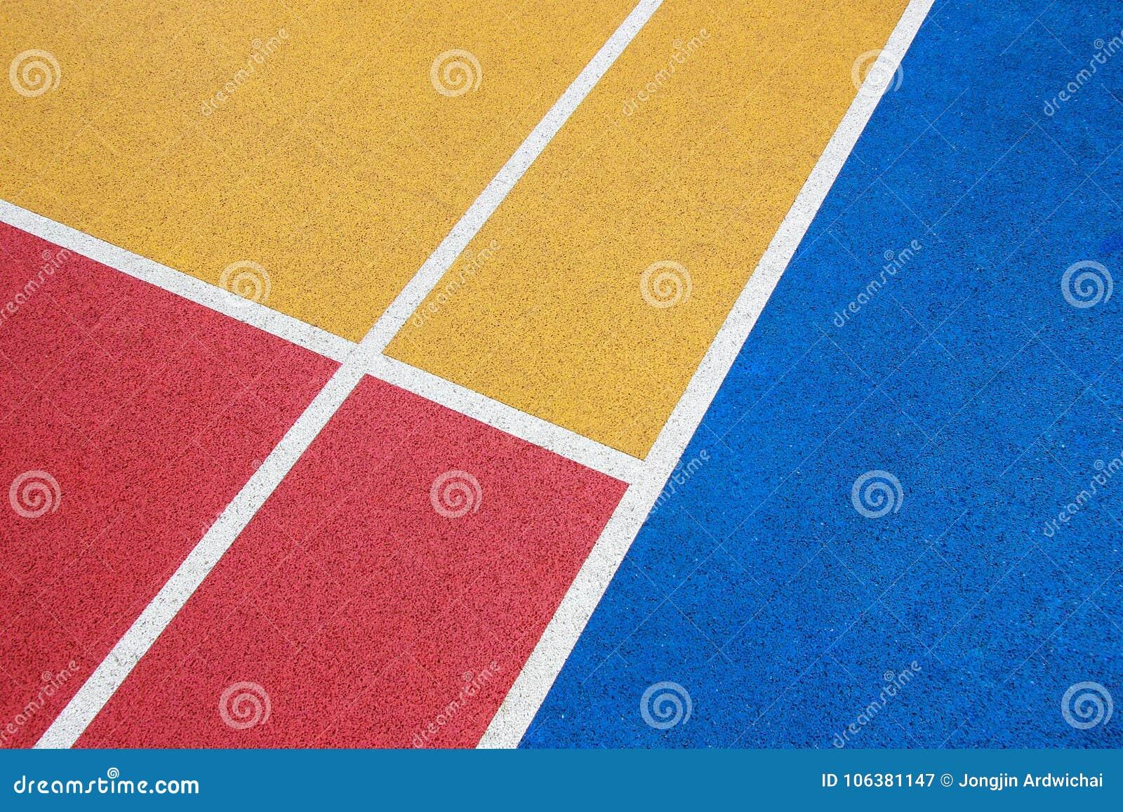 Kolorowy boisko do koszykówki, rewolucjonistka, kolor żółty i błękit z Białą linią,