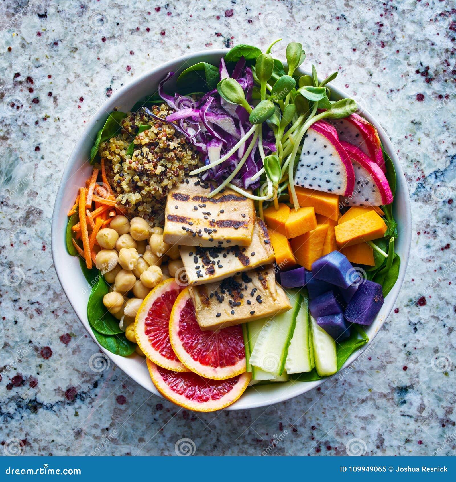 Kolorowy Buddha puchar z piec na grillu smok owoc i tofu