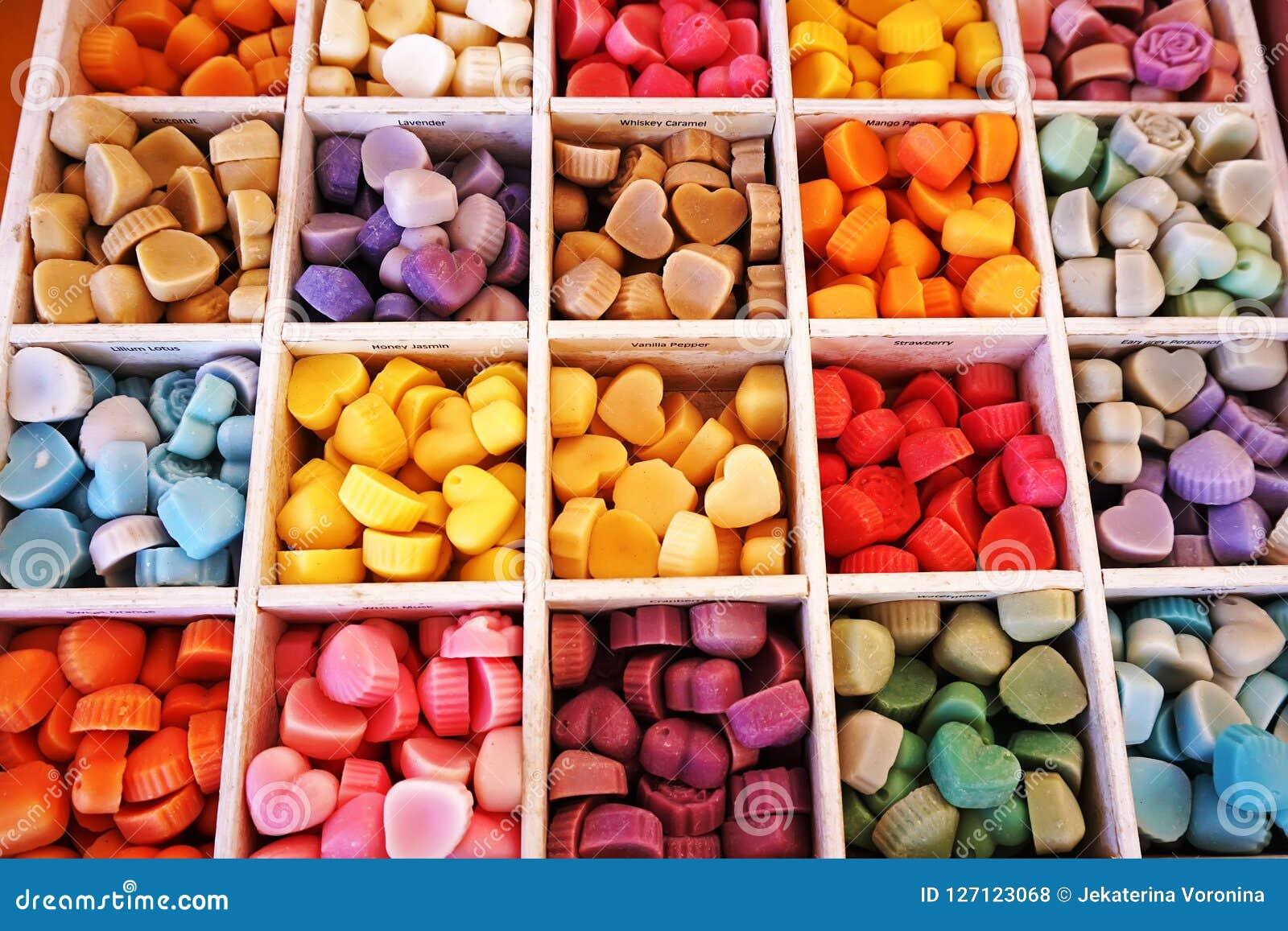 Kolorowy cukierek w pudełku