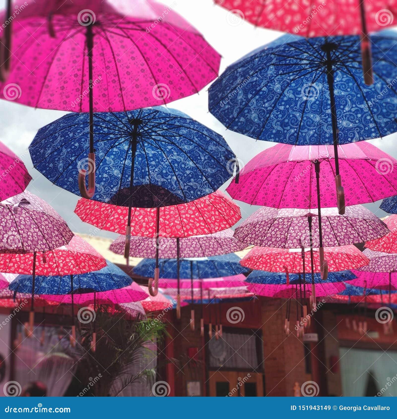 Kolorowy Parasolowy dach