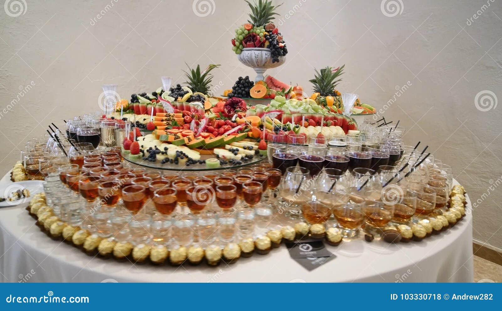 Kolorowy Tropikalnej owoc ślubny bufet