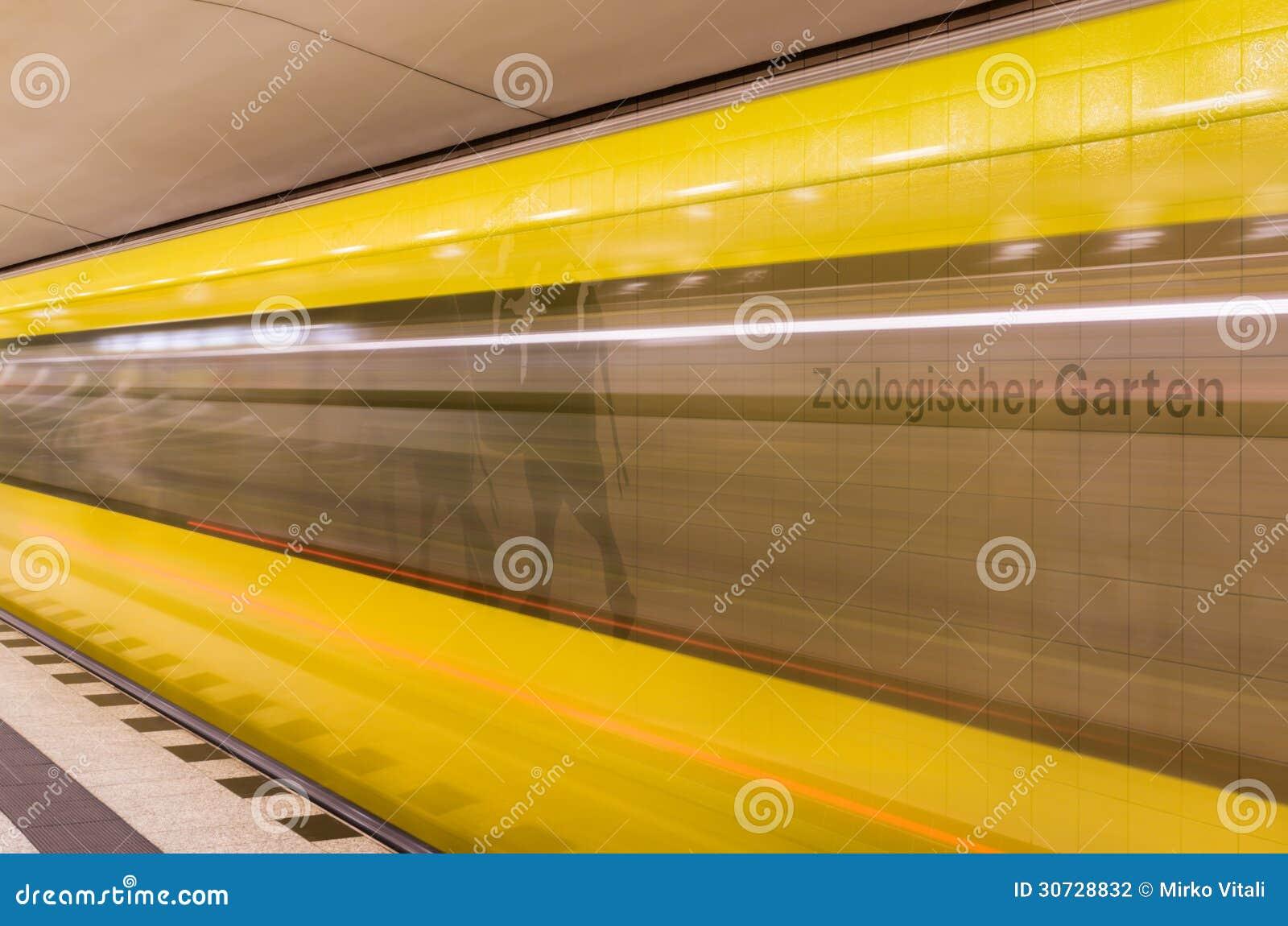 Koloru żółtego Taborowy mknięcie