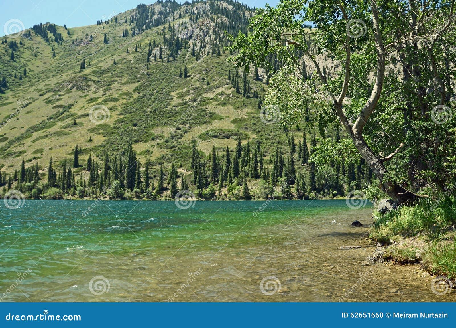 Большое Алматинское озеро и горы Тянь-Шань, Казахстан