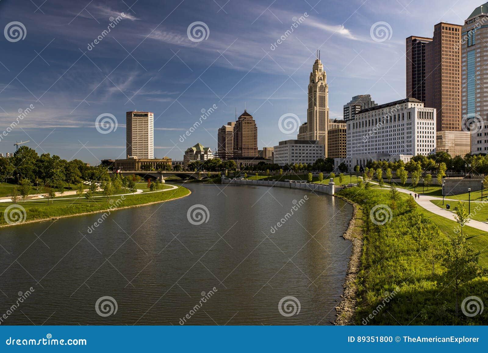 Kolumb Ohio linia horyzontu i Scioto ranku Rzeczny widok,