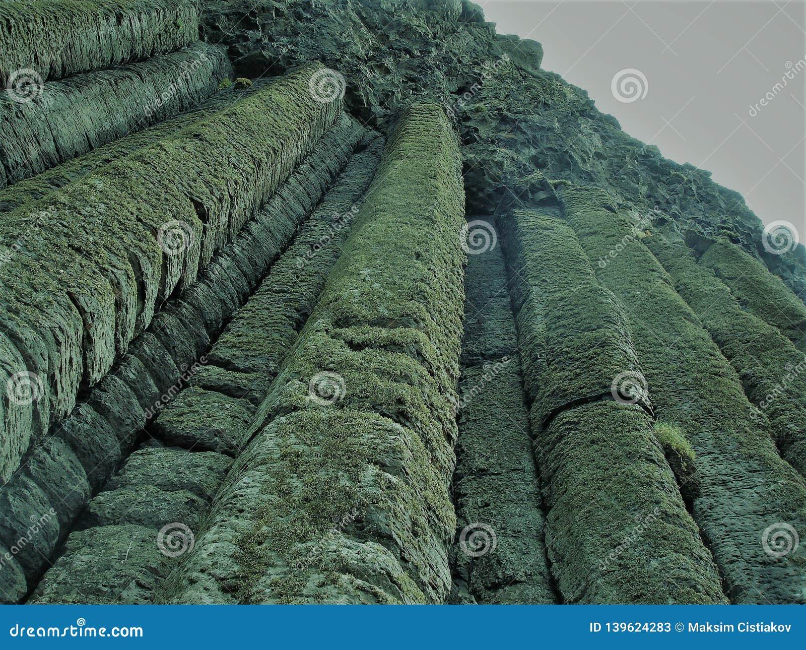 Kolumny skały przy giganta drogim na grobli