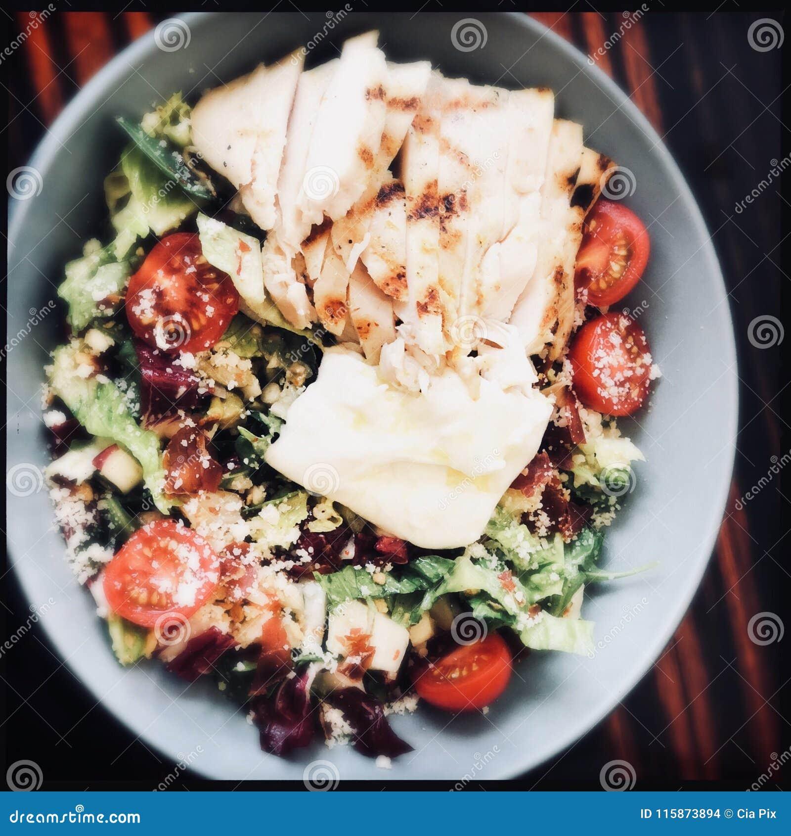 Kom geroosterde kippensalade