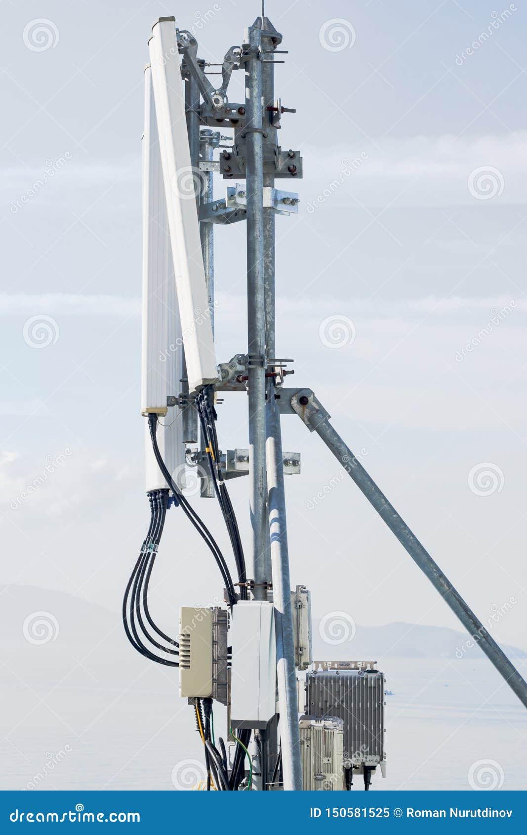Kom?rkowa antena na dachu