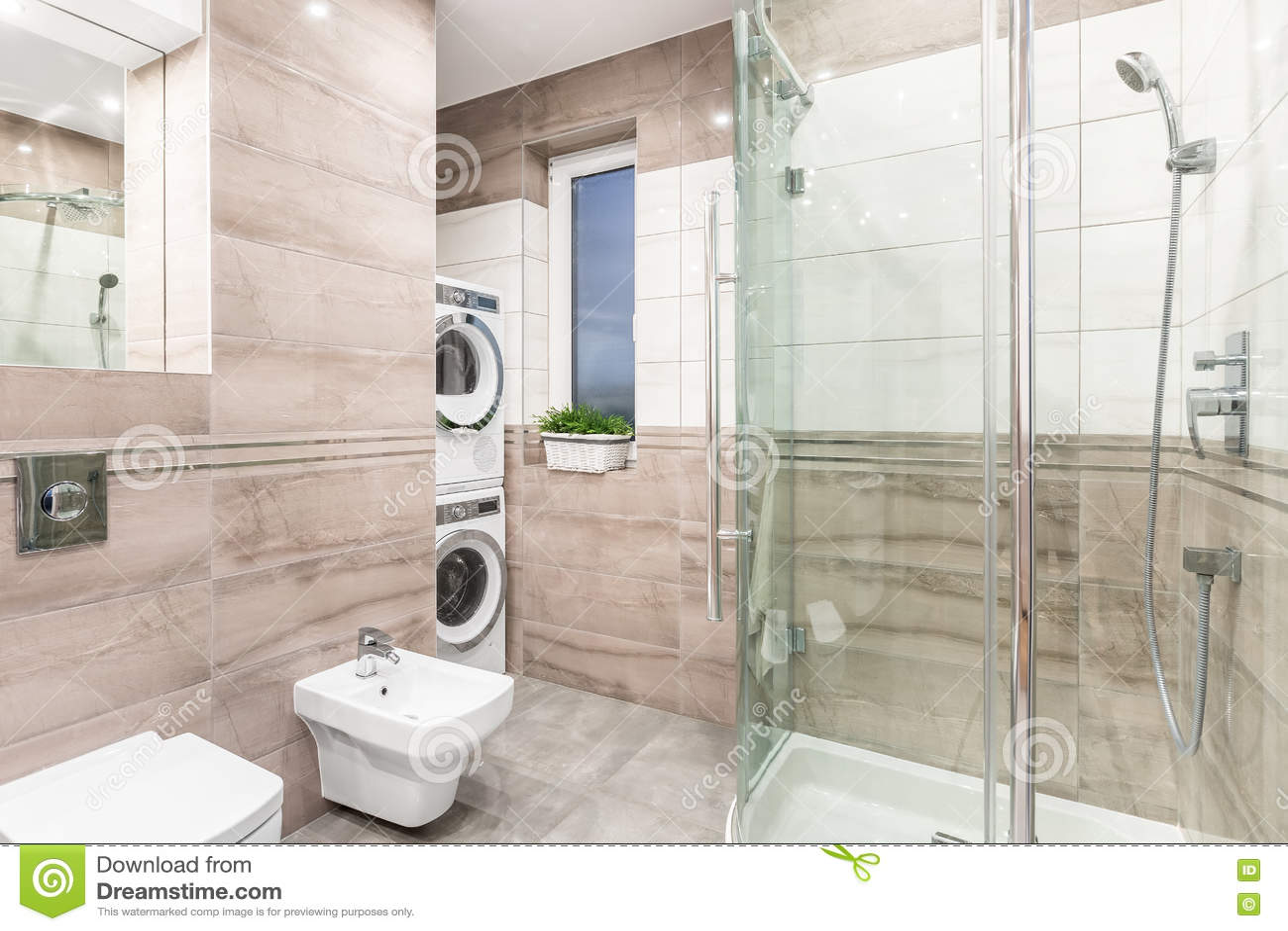 Kombinerade tvättstuga och badrum arkivfoto   bild: 76456863