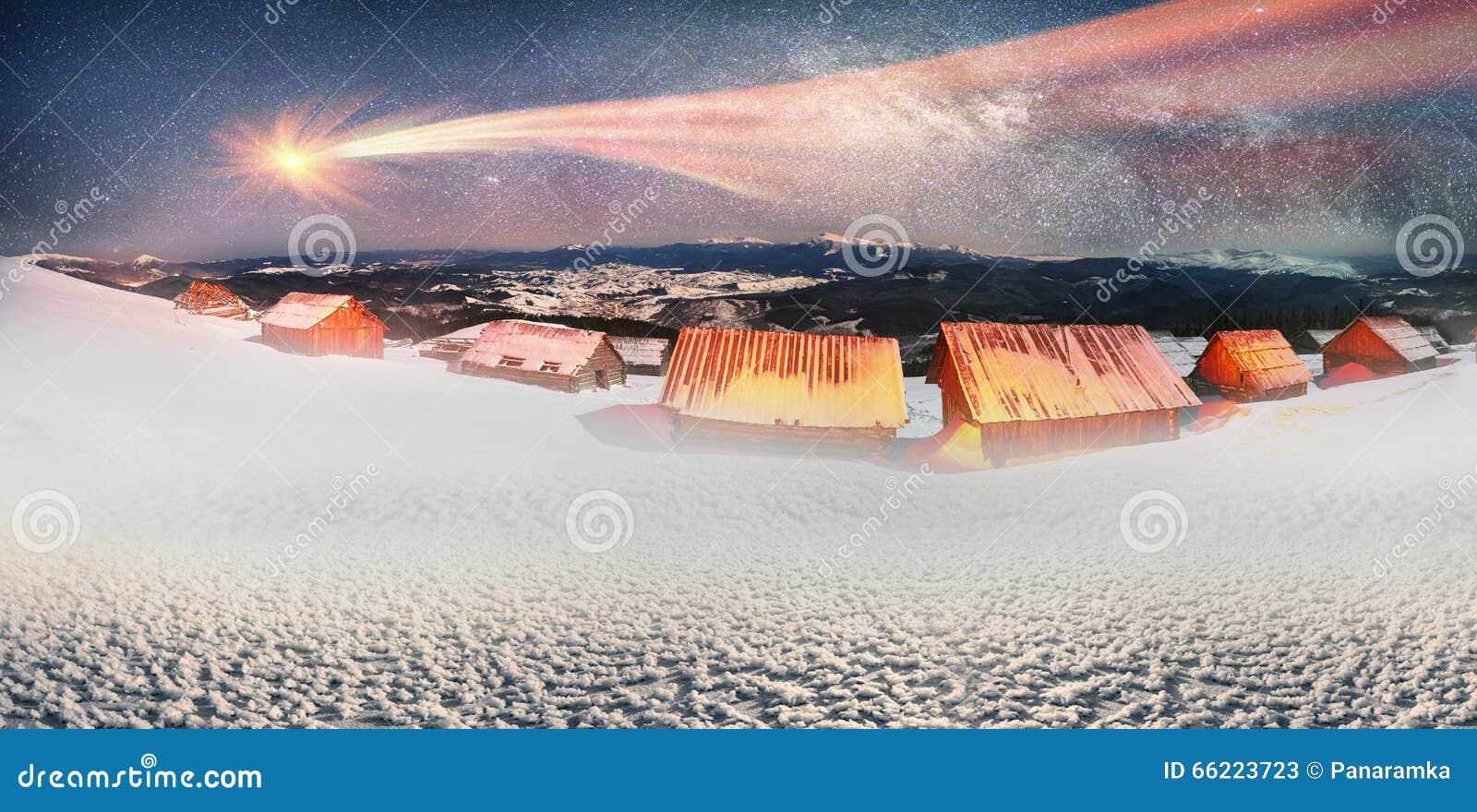 Komet über Den Häusern Der Schäfer Stockbild - Bild von leuchte ...