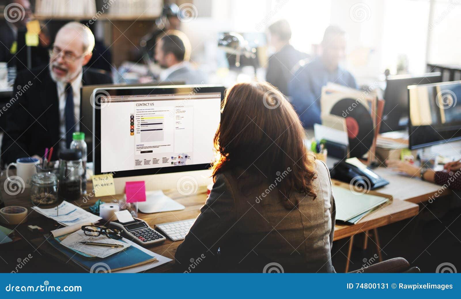 Kommunikationen för det funktionsdugliga kontoret för servicekundtjänst lurar online-