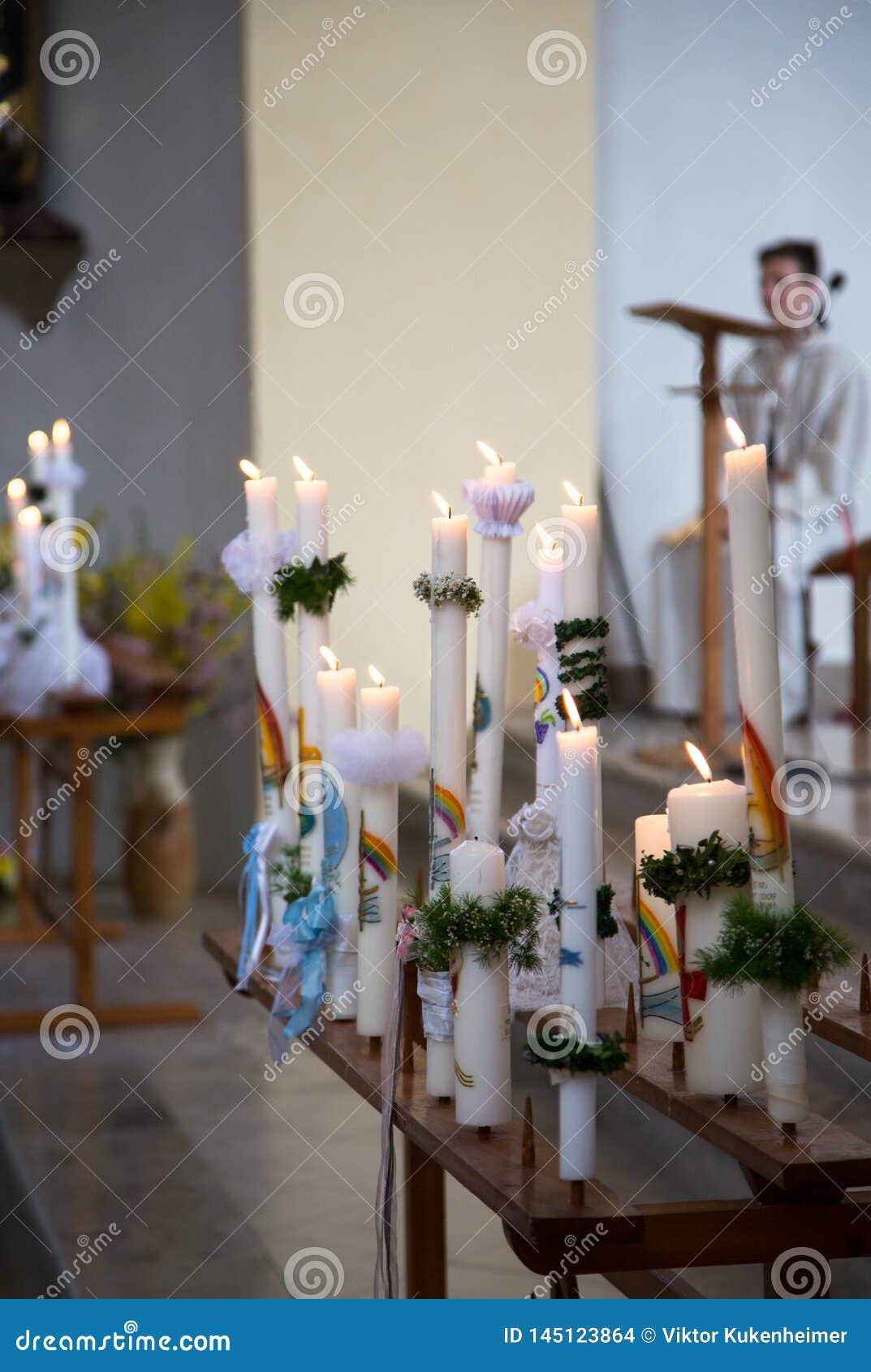 Kommunionskerzen in der katholischen Kirche