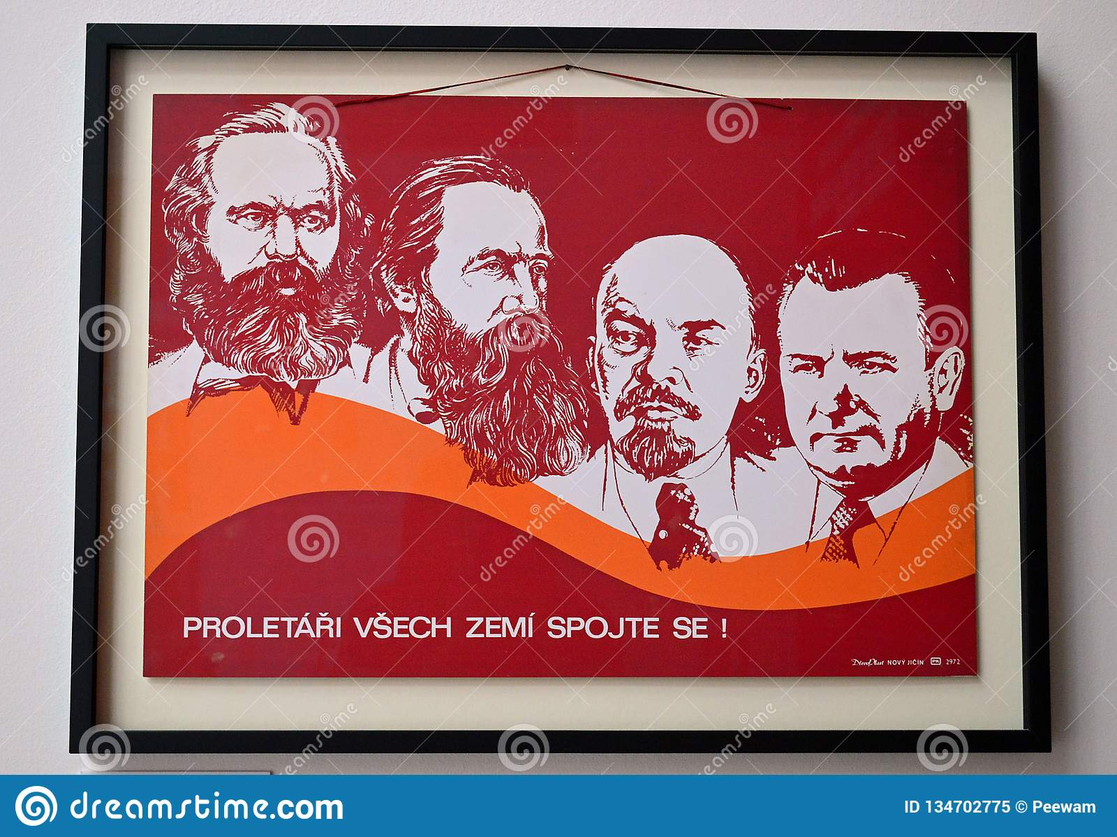 Kommunistiska artefacts - kommunistisk ledarepropagandaaffisch - museum Prague