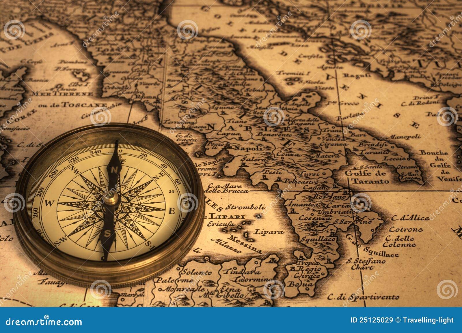 Kompas en Oude Kaart van Italië