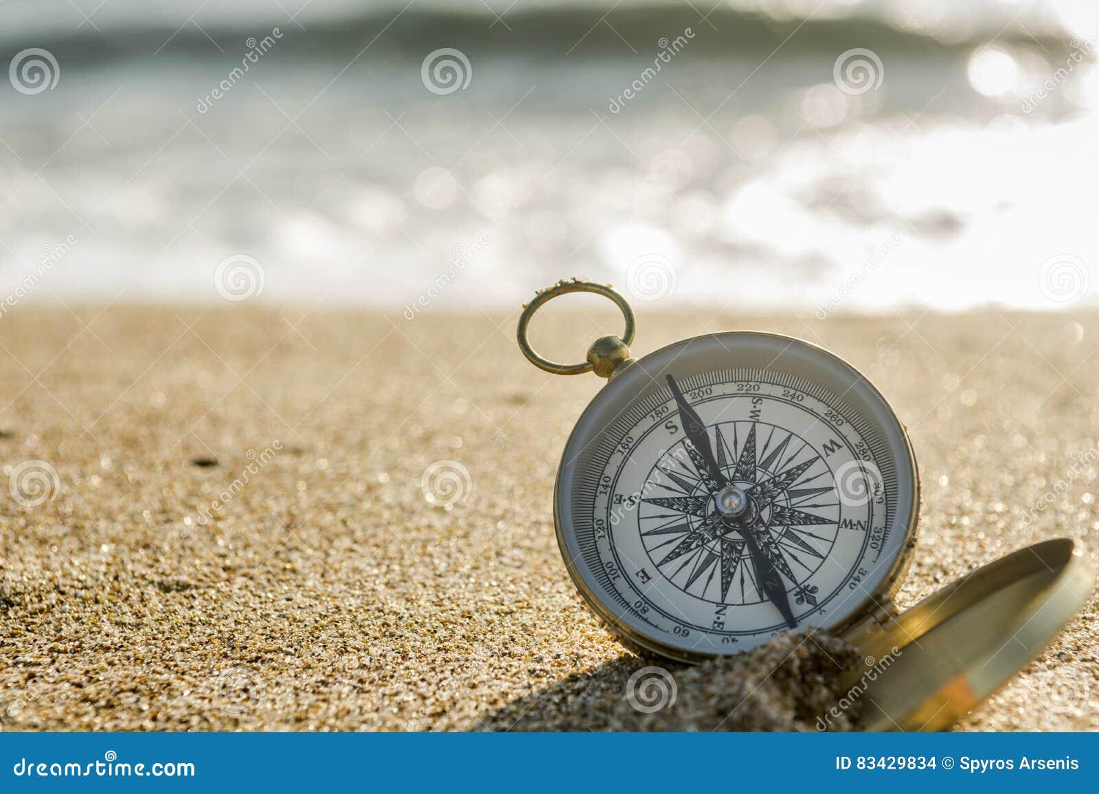 Kompass auf dem Strand