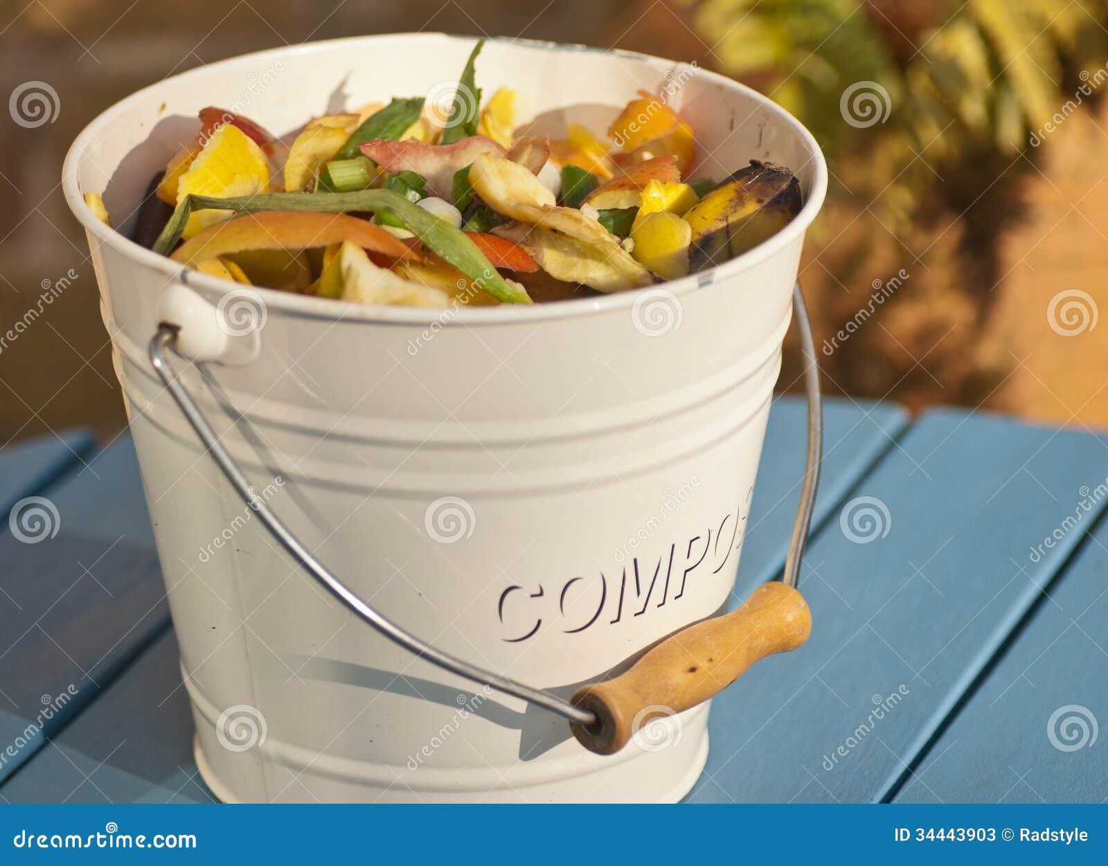 kompost-eimer stockfotos - bild: 34443903