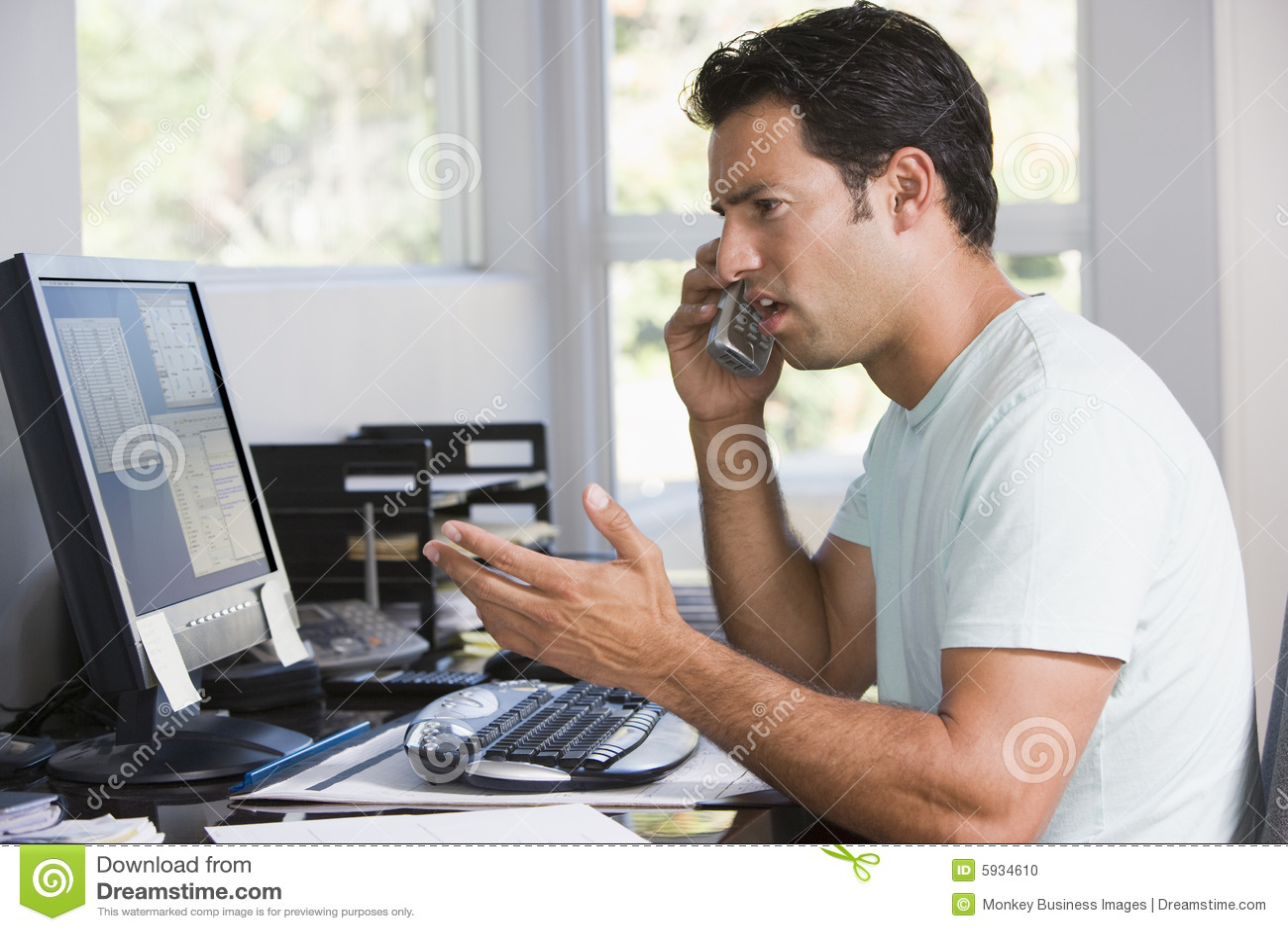 Komputer domu mężczyzna telefonu do biura