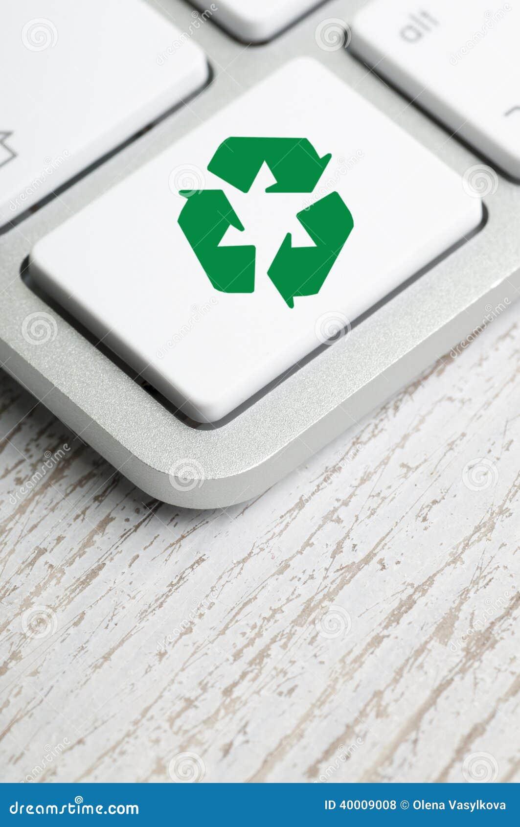 Komputerowa klawiatura przetwarza symbol