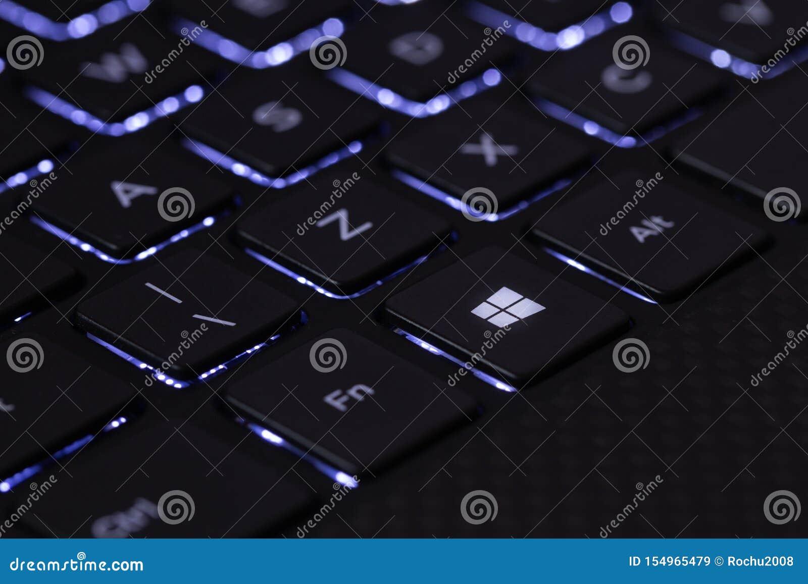 Komputerowa klawiatura z guzikiem z okno oceną Sierpie? 2019