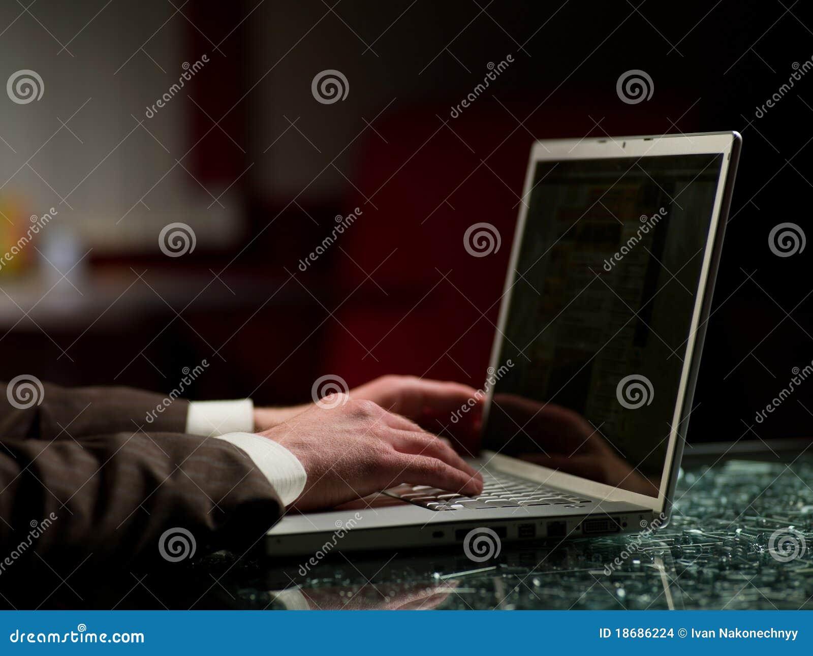 Komputerowy mężczyzna
