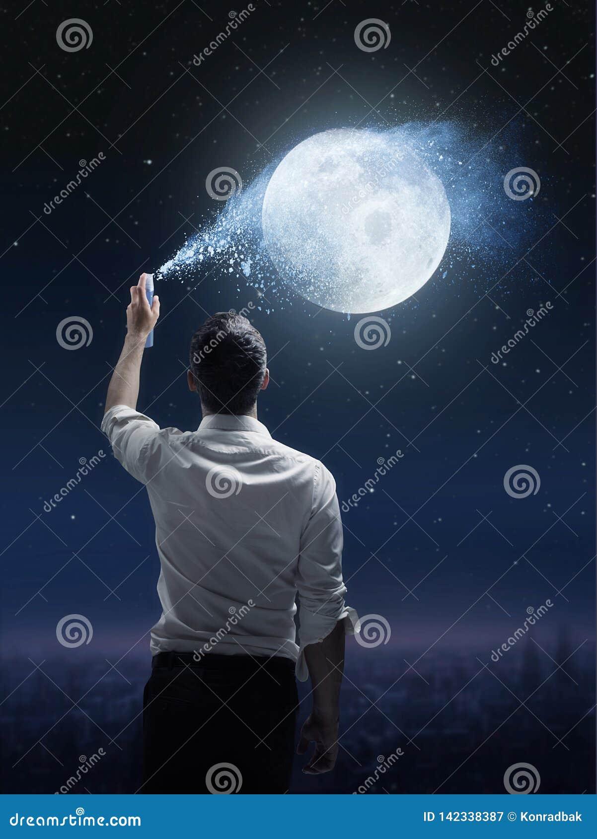 Konceptualny portret mężczyzna kropi księżyc