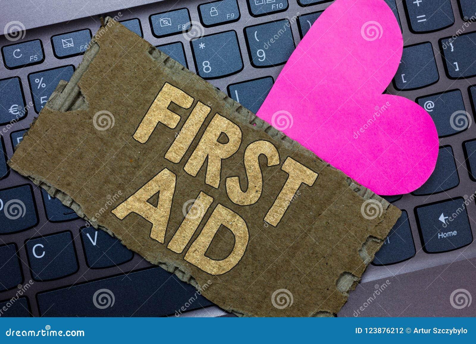 Konceptualny ręki writing pokazuje pierwszą pomoc Biznesowy fotografia tekst Ćwiczy uzdrawiać małych cięcia ten żadny potrzeba dl