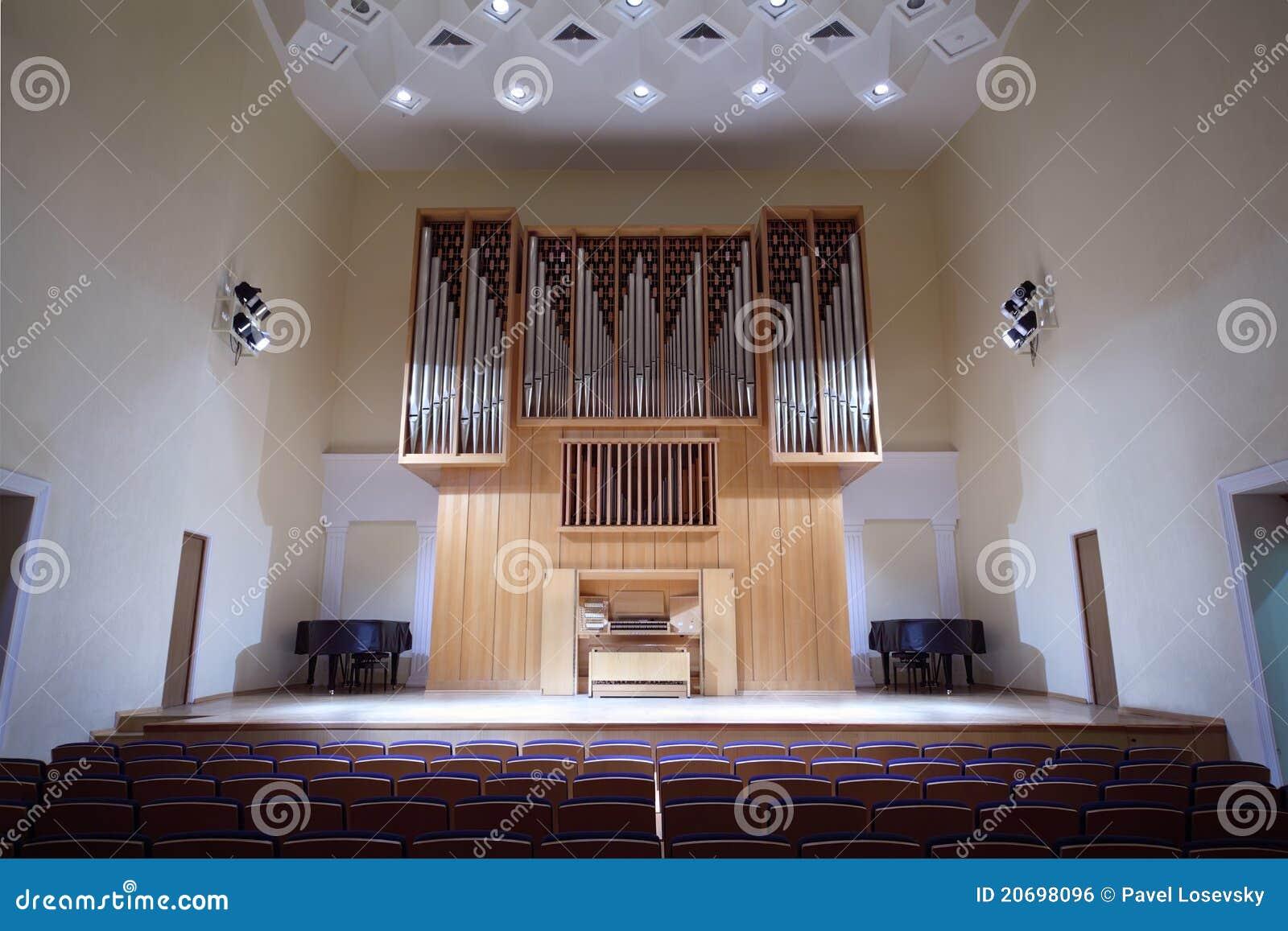 Koncerta pustej sala masywna organowa drymba