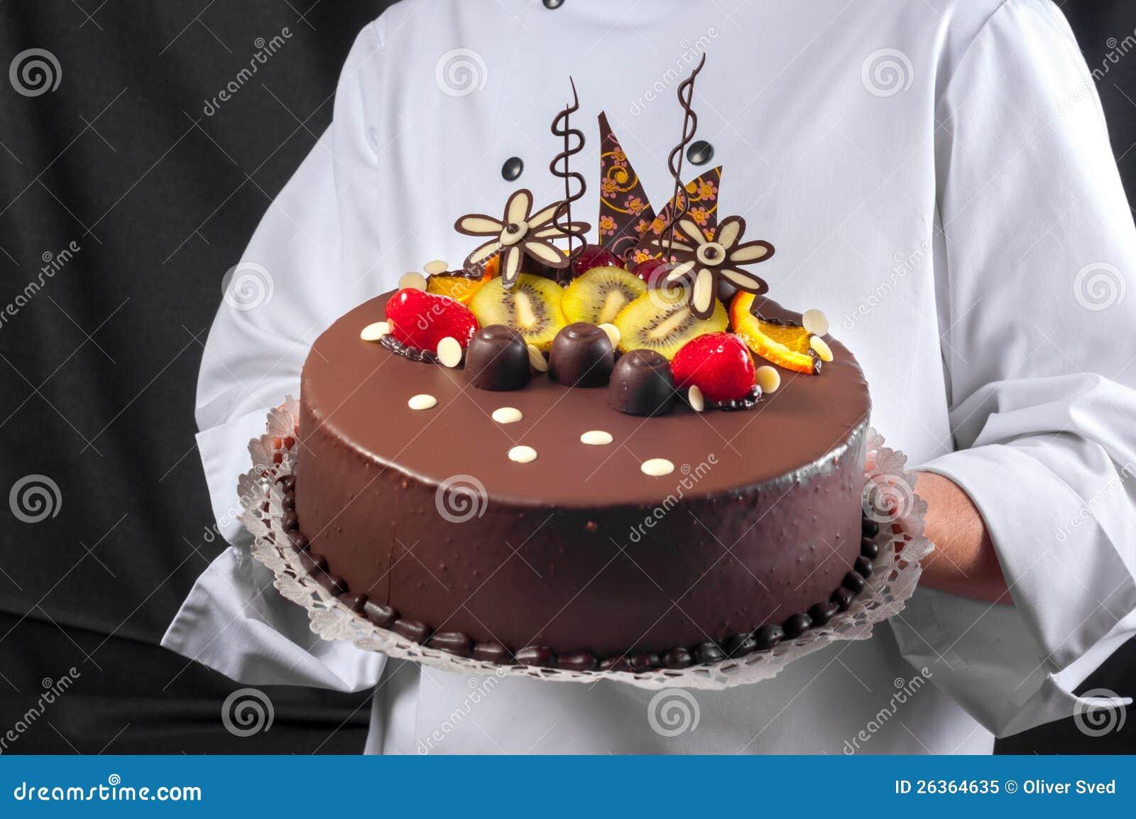 Konditor und ein Kuchen