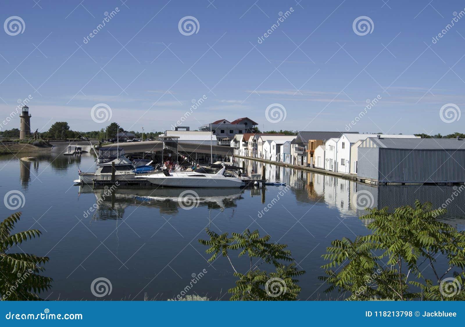 Koniczynowej wyspy rzeczni domy, Kolumbia rzeka