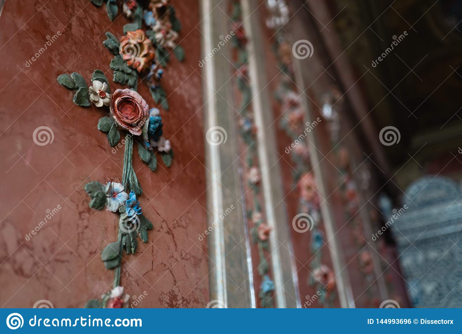 Koninklijke de bloemdecoratie van de paleismuur - Fresko kleurrijke aard in pastelkleur