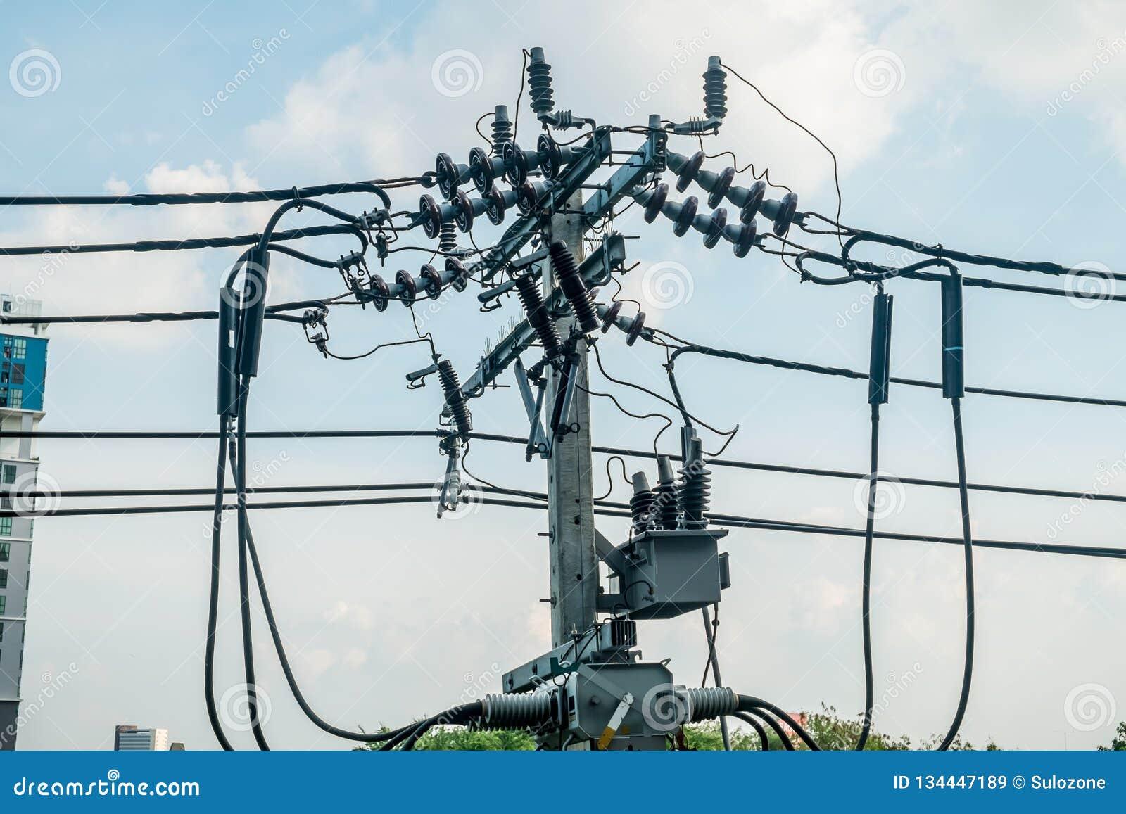 Konkreter elektrischer Pfosten in Bangkok, Thailand