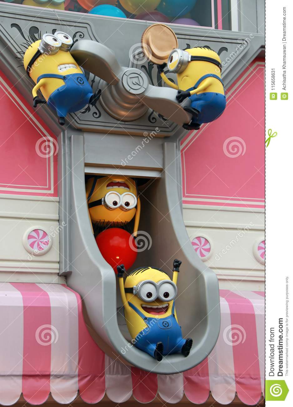 Statue Of Minions On The Shop At Universal Studios Japan Minions