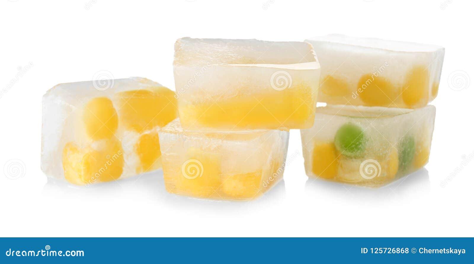 Konservera korn och gröna ärtor i iskuber