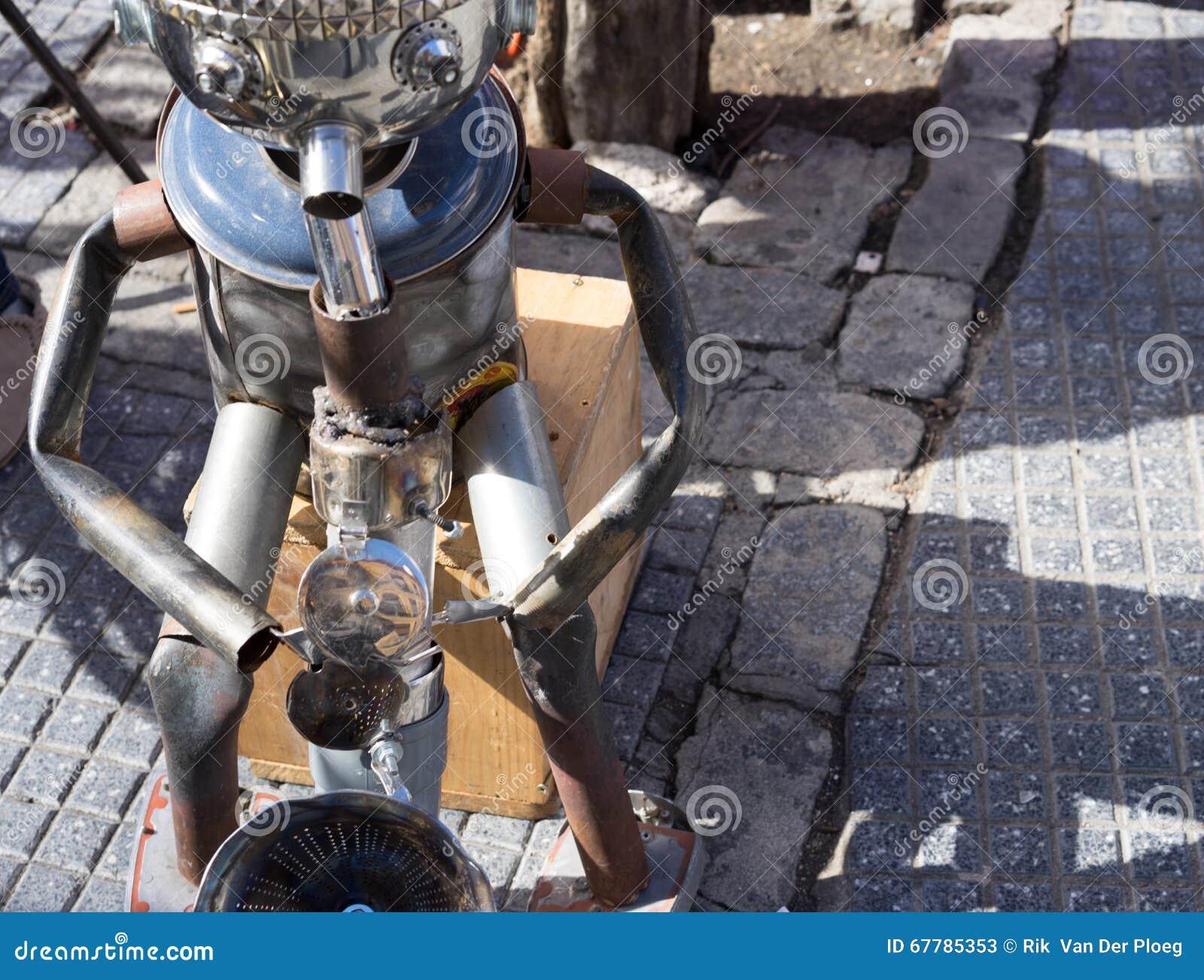Konservieren Sie den Mann, der das saxaphone auf der Straße spielt
