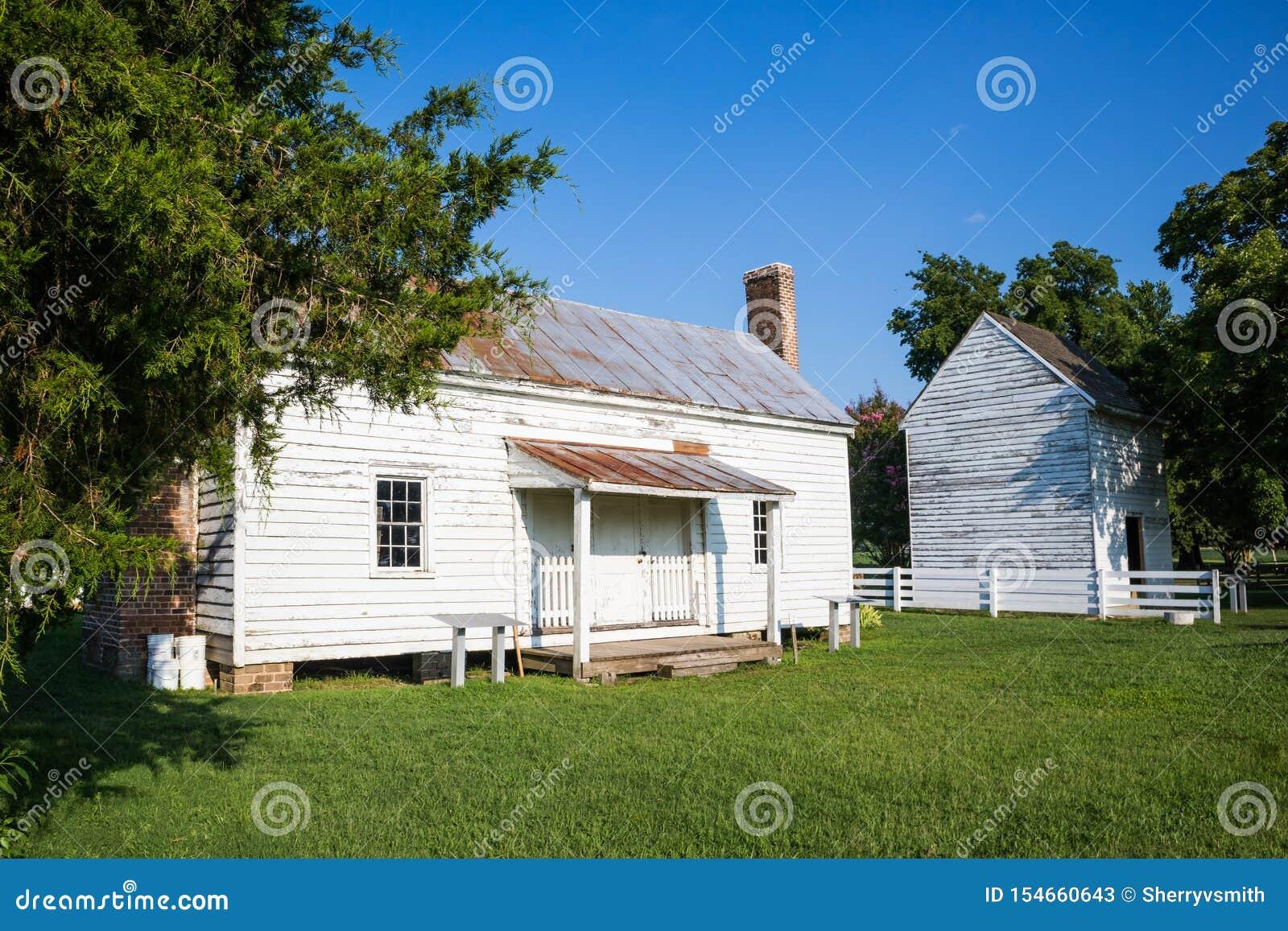 Konservierten Sklave Cabin At Bacons Schloss in Surry, VA