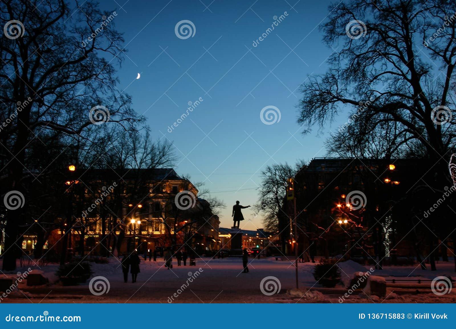 Konstfyrkant av St Petersburg i natten