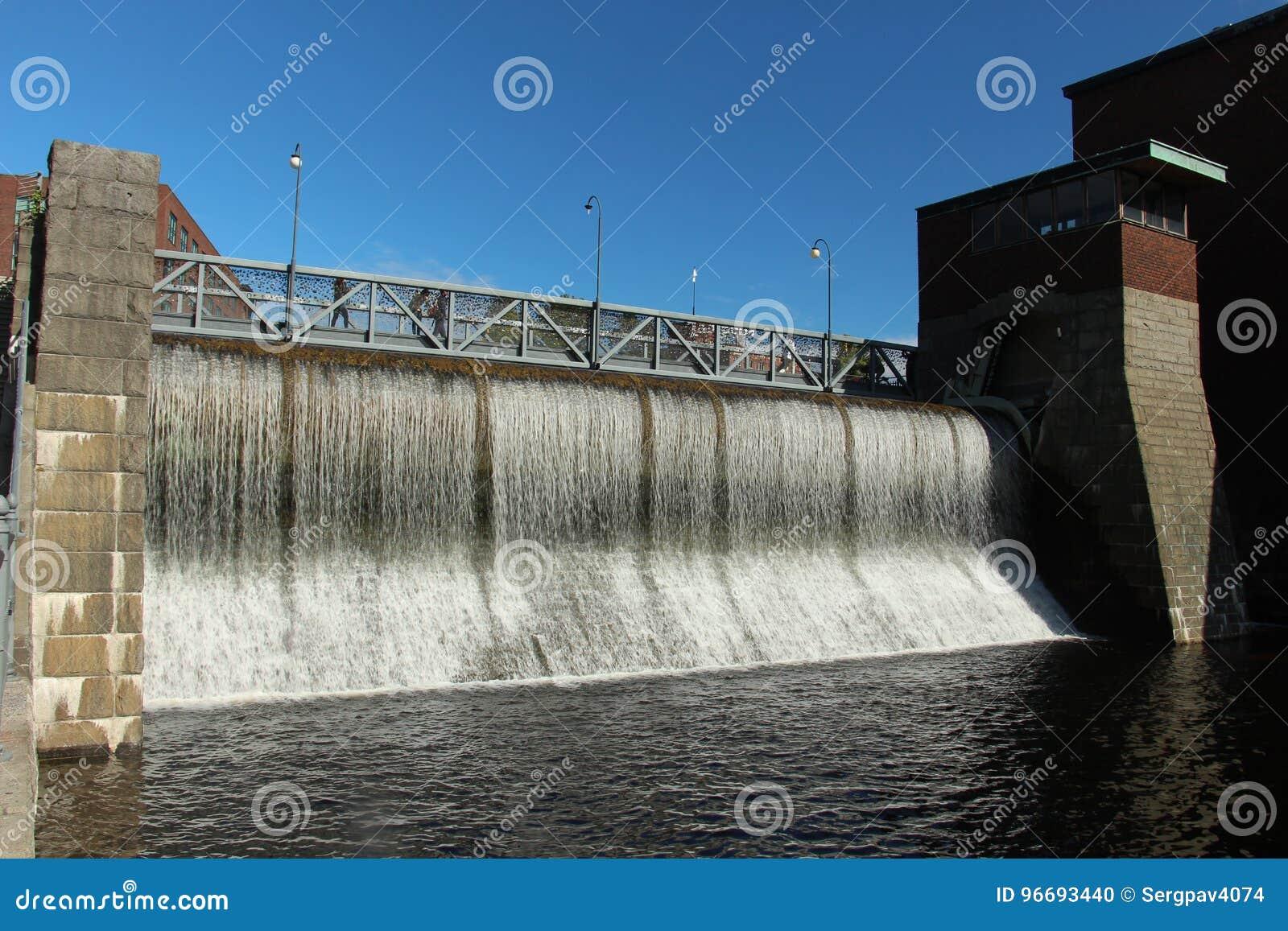 Konstgjord vattenfall