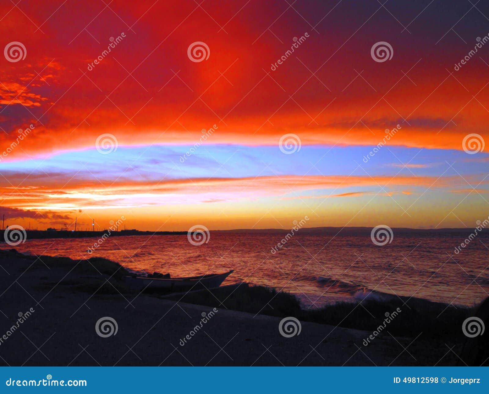 Konstig marin- solnedgång