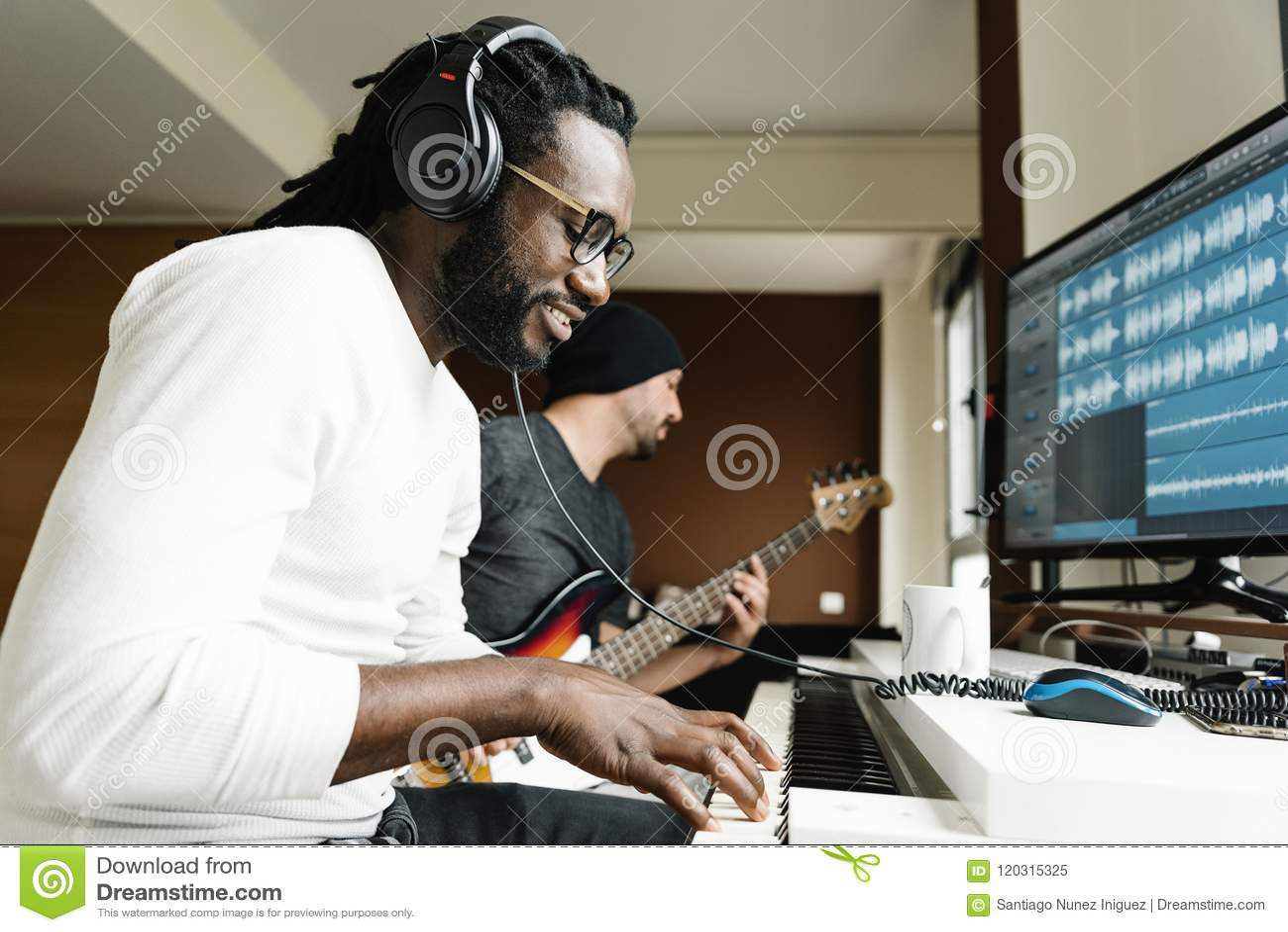 Konstnärer producera musik