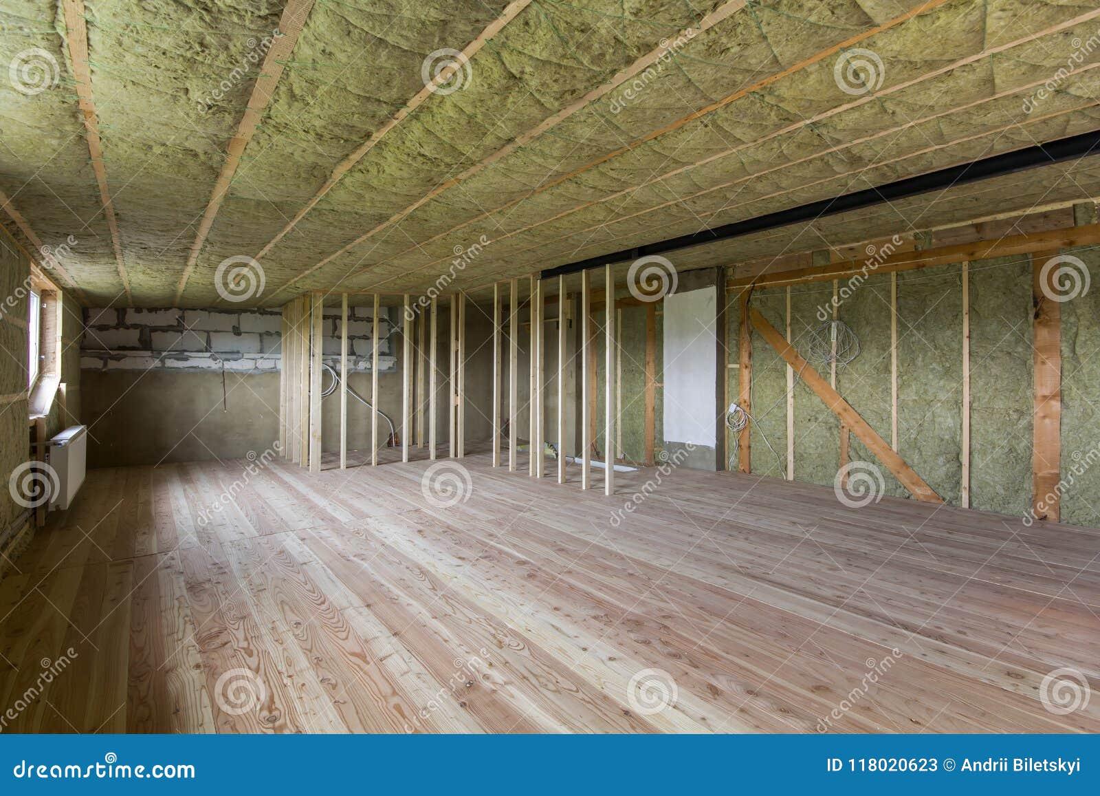 Konstruktion och renovering av stor rymlig tom oavslutad att