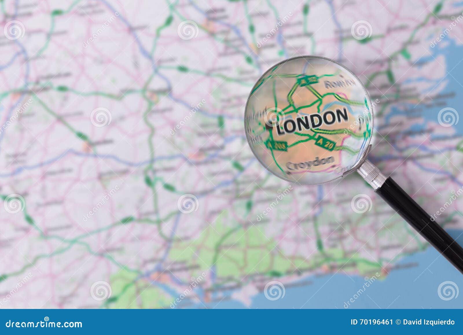 Konsultation med förstoringsglasöversikten av London