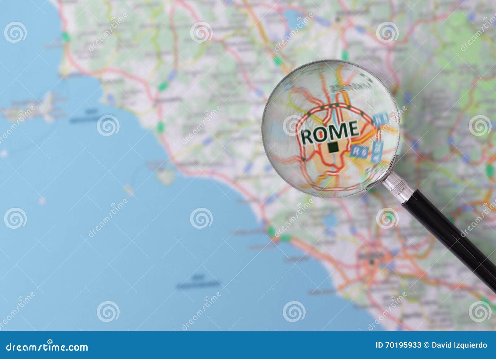Konsultation med förstoringsglasöversikten av Rome