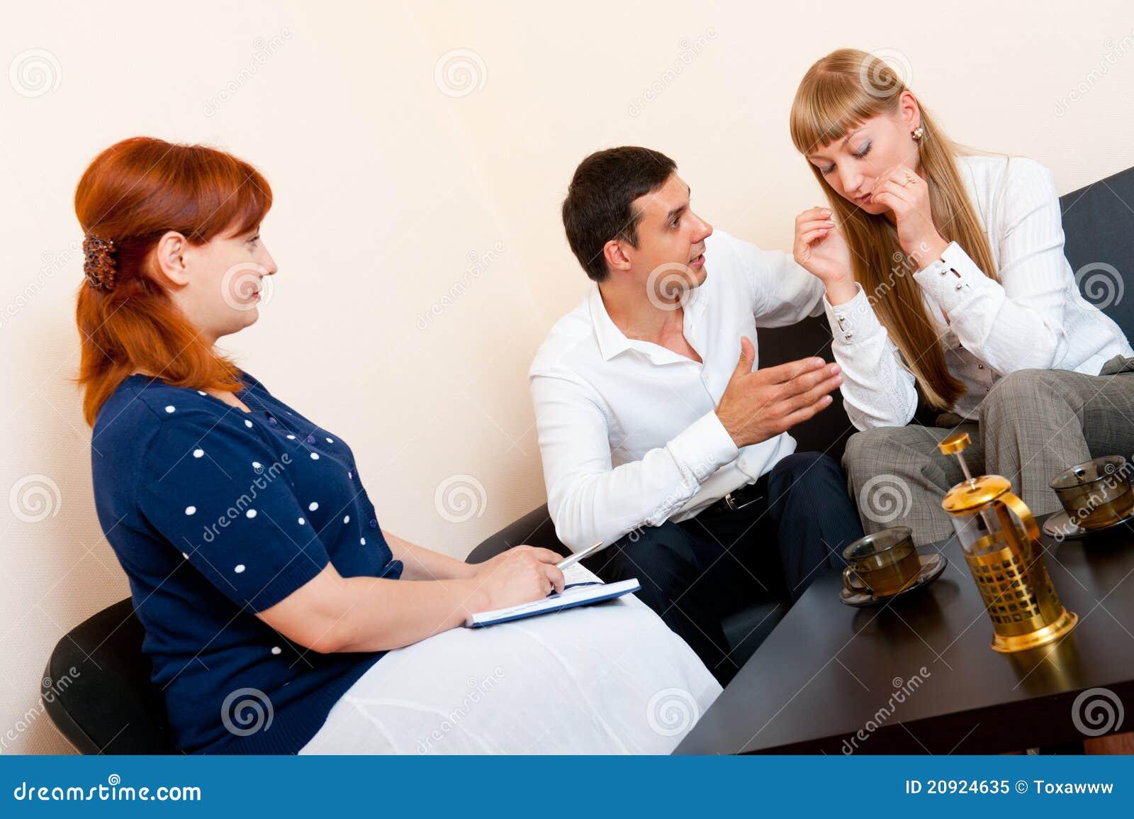 Konsultuje para poślubiającego psychologa